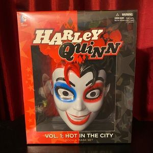 Harley Quinn Volume 1 Hot In The City Book & Mask